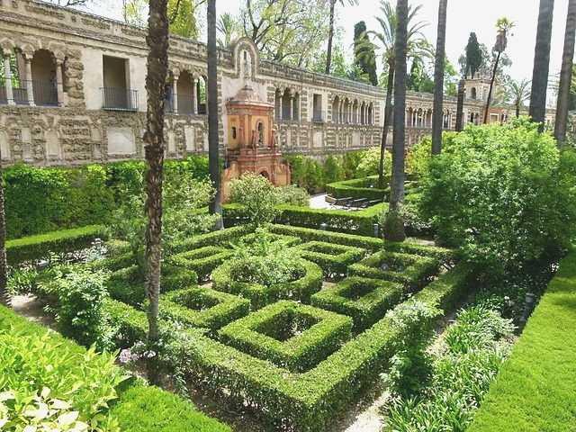 Elegante Los majestuosos jardines de los Reales Alcázares de Sevilla